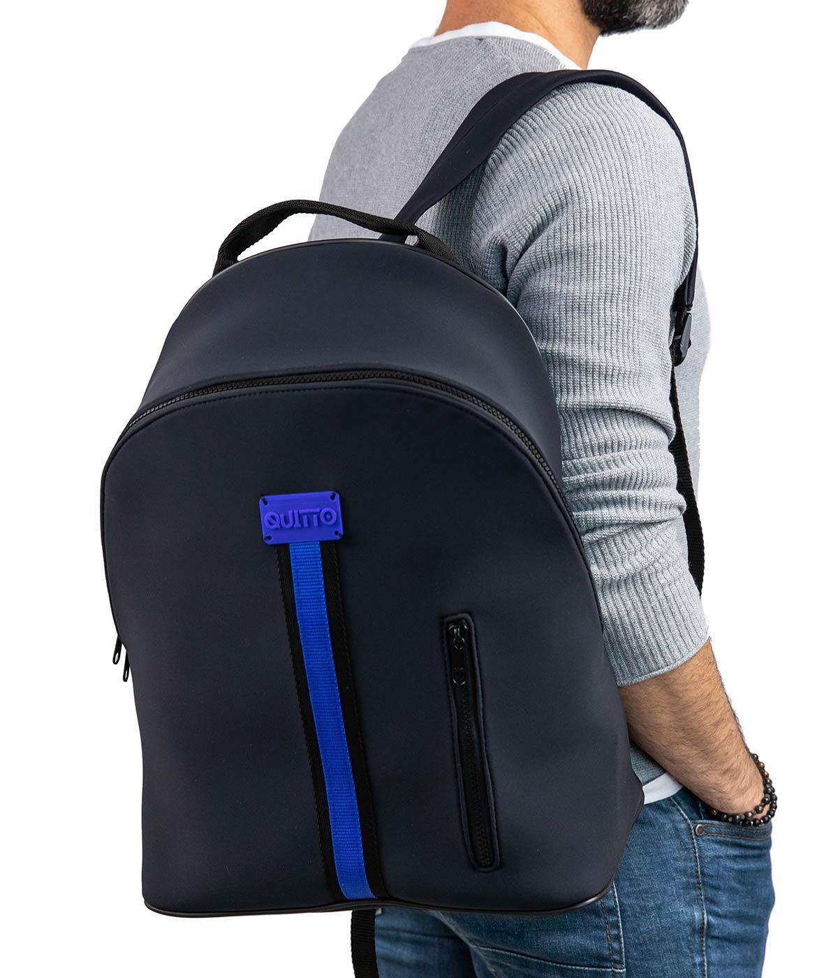 zaino-maxi-neoprene-impermeabile-fascia-blu-indossato